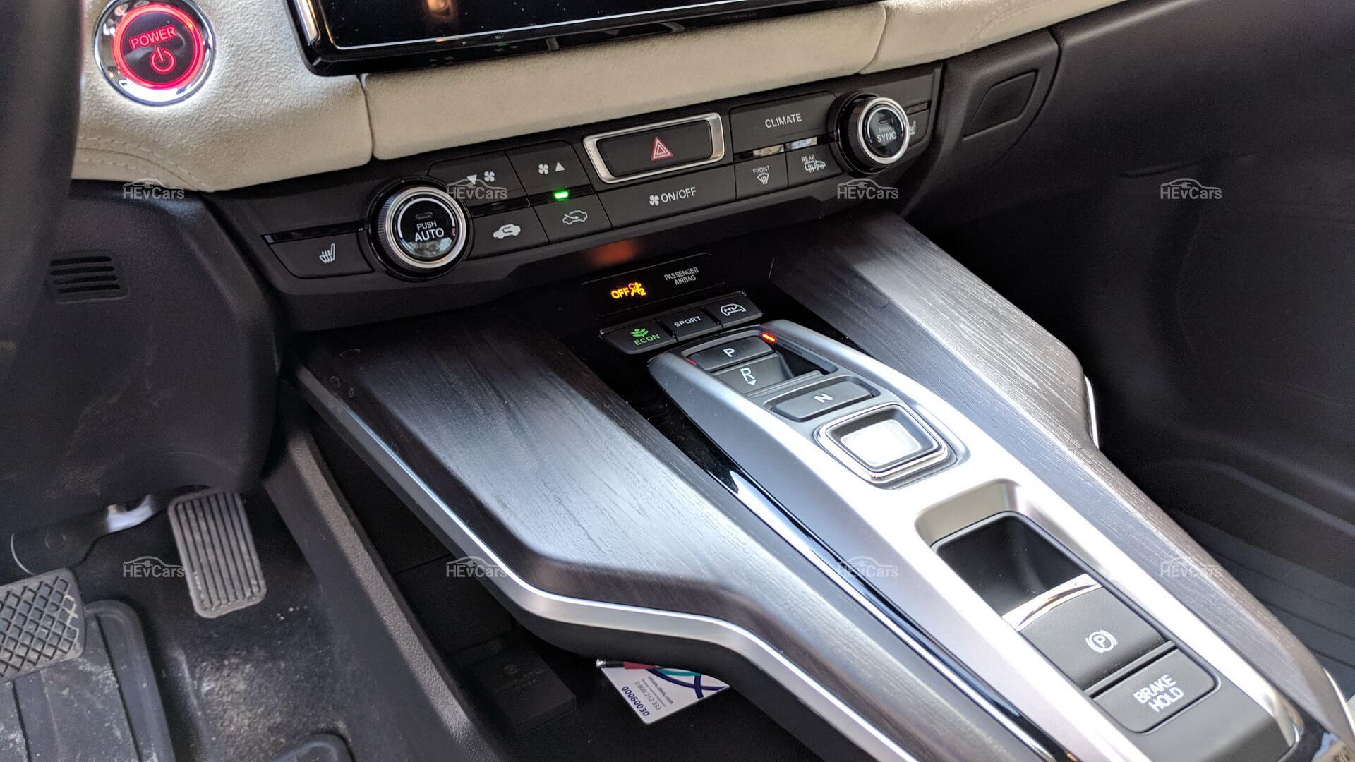 Центральная консоль плагин-гибрида Honda Clarity