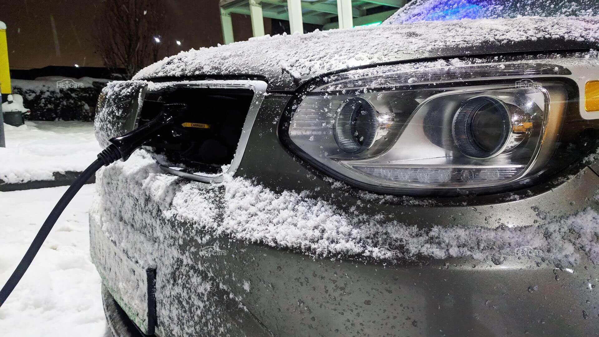 «Зимняя» зарядка электромобиля Kia Soul