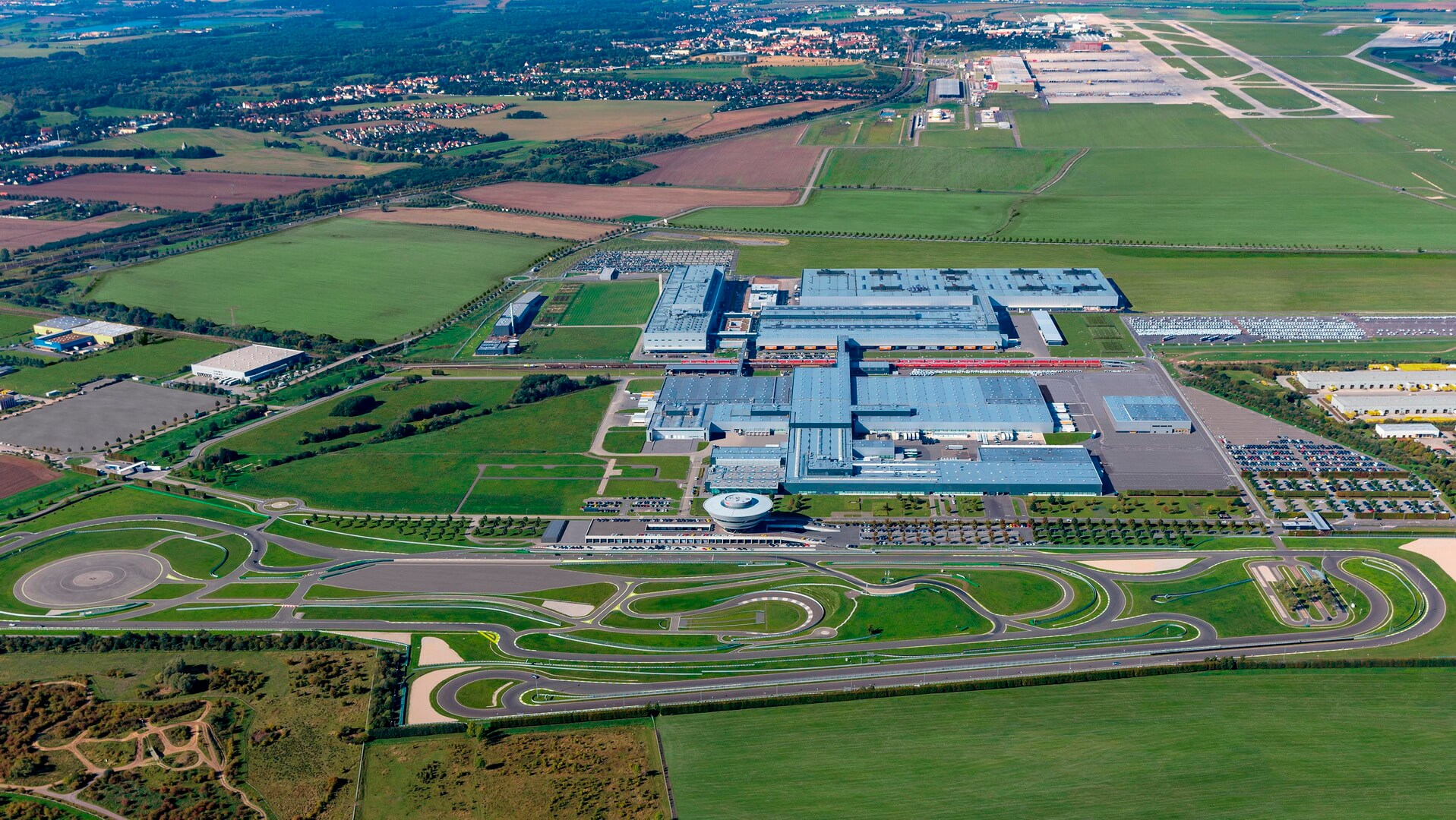 Фабрика вЛейпциге, гдебудет производиться новый электромобиль