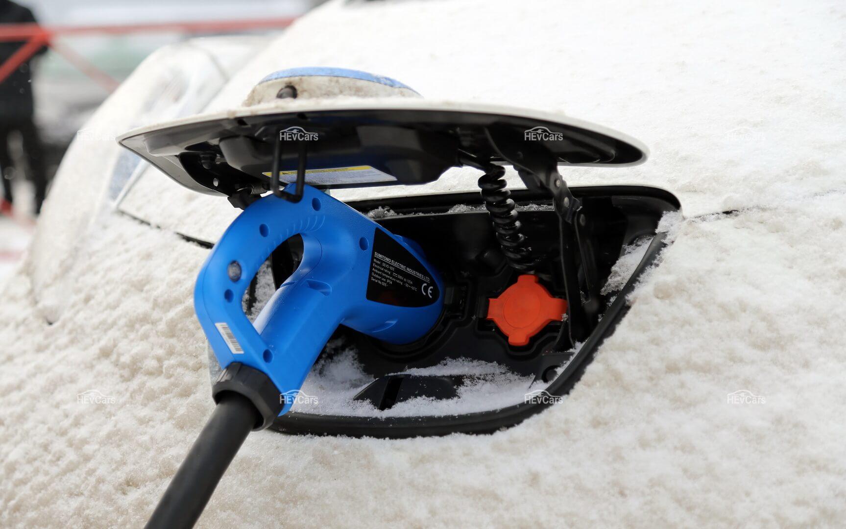 «Зимняя» зарядка электромобиля Nissan Leaf