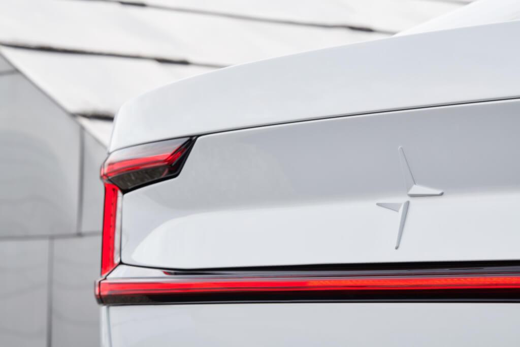 Volvo представила новый тизер электромобиля Polestar 2