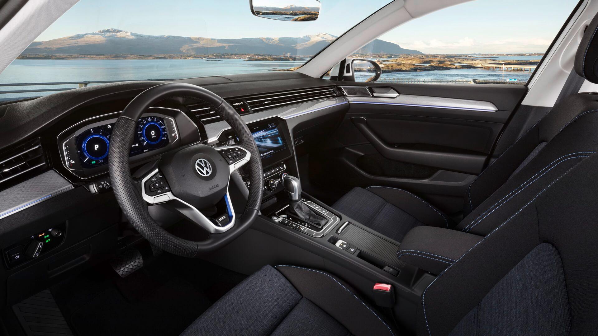 Интерьер Volkswagen Passat GTE 2019 - фото 3