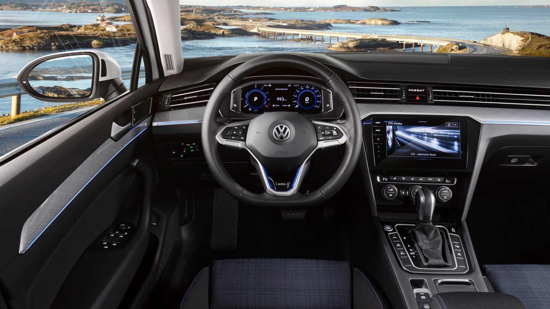 Интерьер Volkswagen Passat GTE 2019 - фото 2
