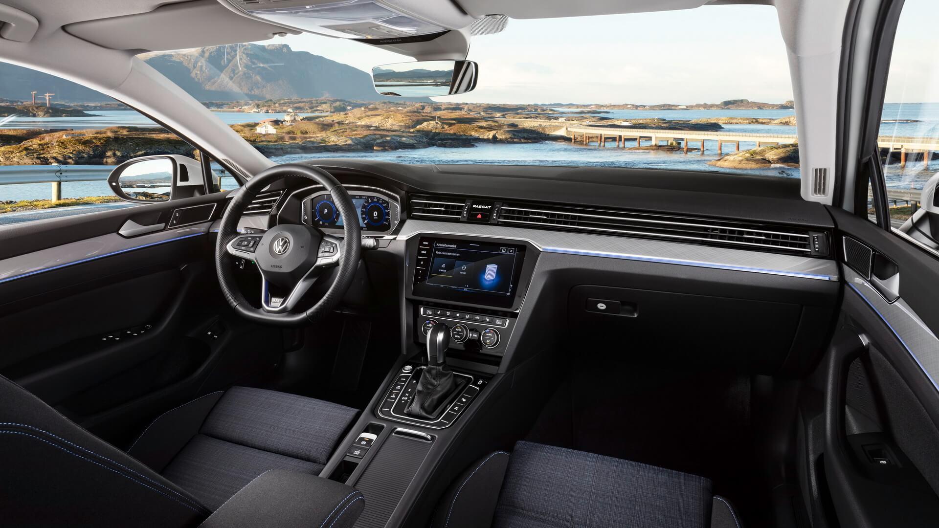 Интерьер Volkswagen Passat GTE 2019