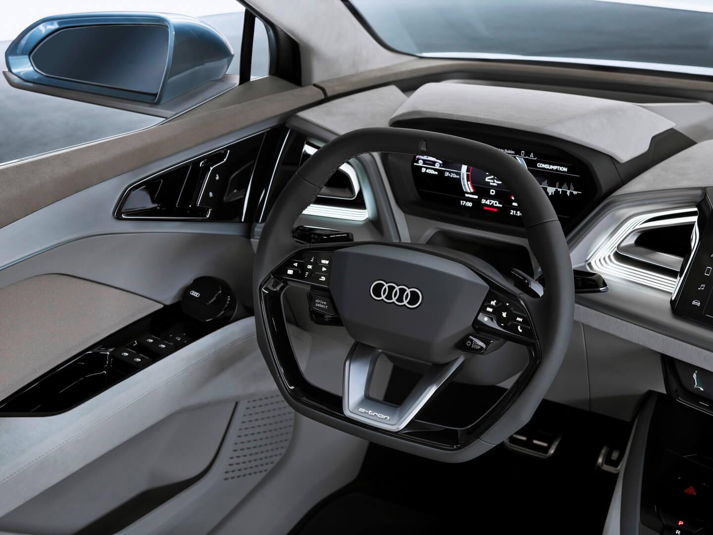 Приборная панель электрического кроссовера Audi Q4e-tron