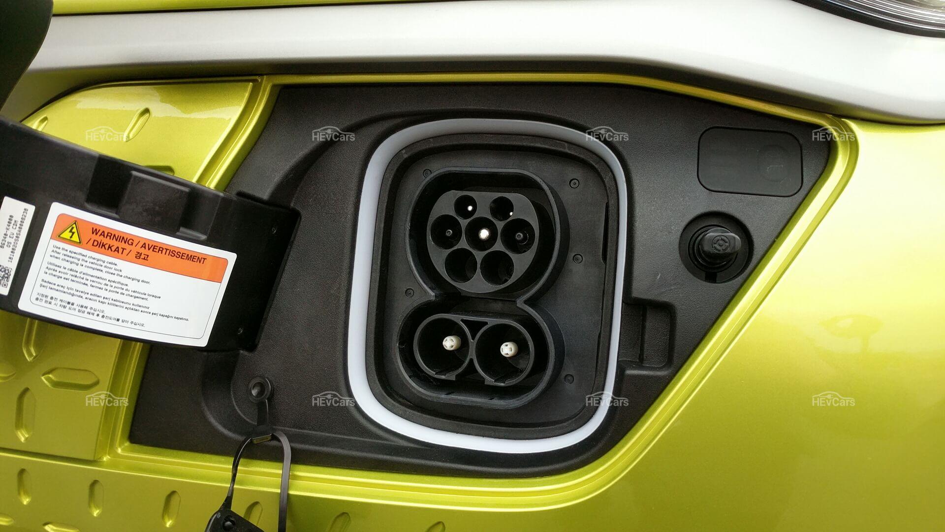 Европейский зарядный порт CCS Combo Type 2 в Hyundai Kona Electric