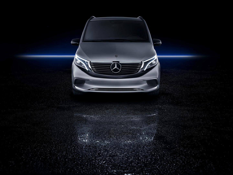 Mercedes-Benz презентовал премиальный электрофургон EQV