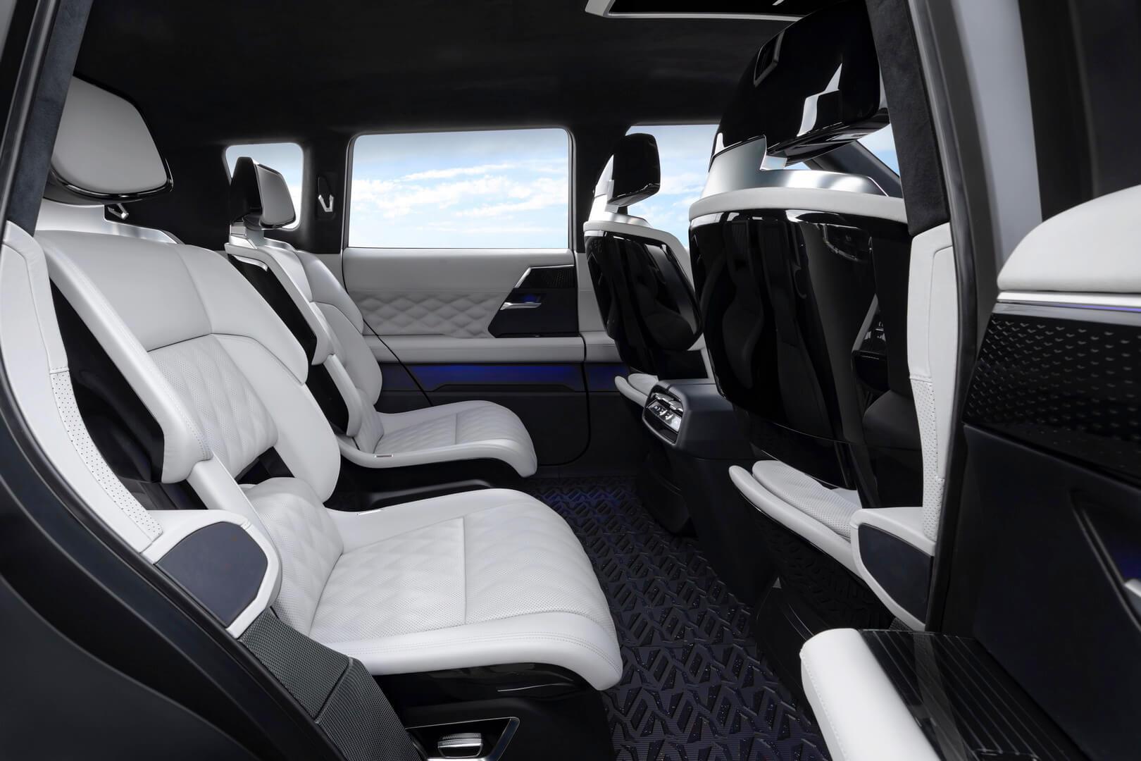 Салон плагин-гибрида Mitsubishi Engelberg Tourer