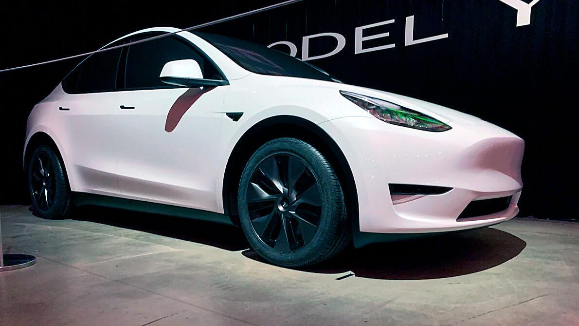 Электрический кроссовер Tesla ModelY