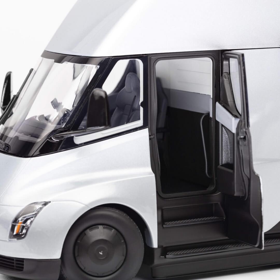 Tesla Semi в масштабе 1 к 24 - фото 6