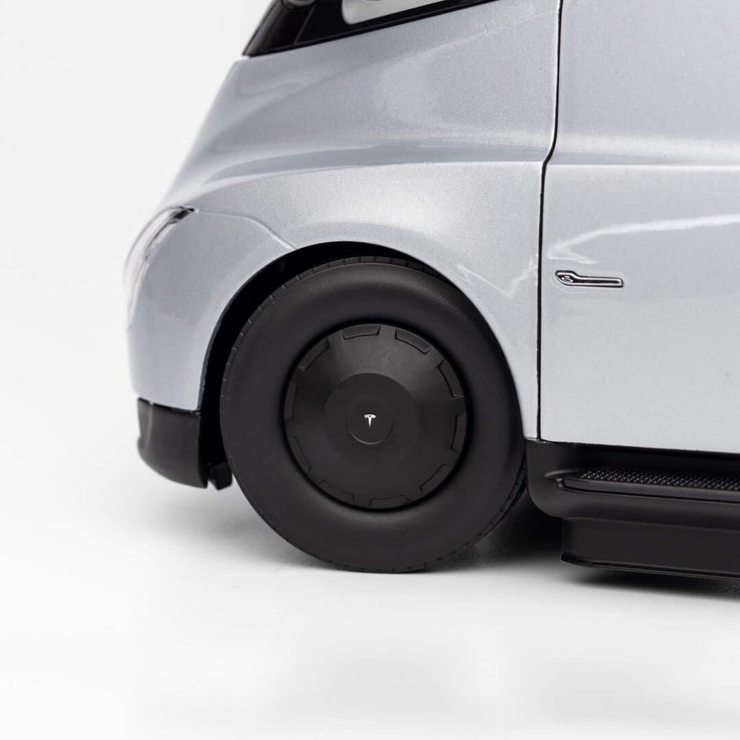 Tesla Semi в масштабе 1 к 24 - фото 7