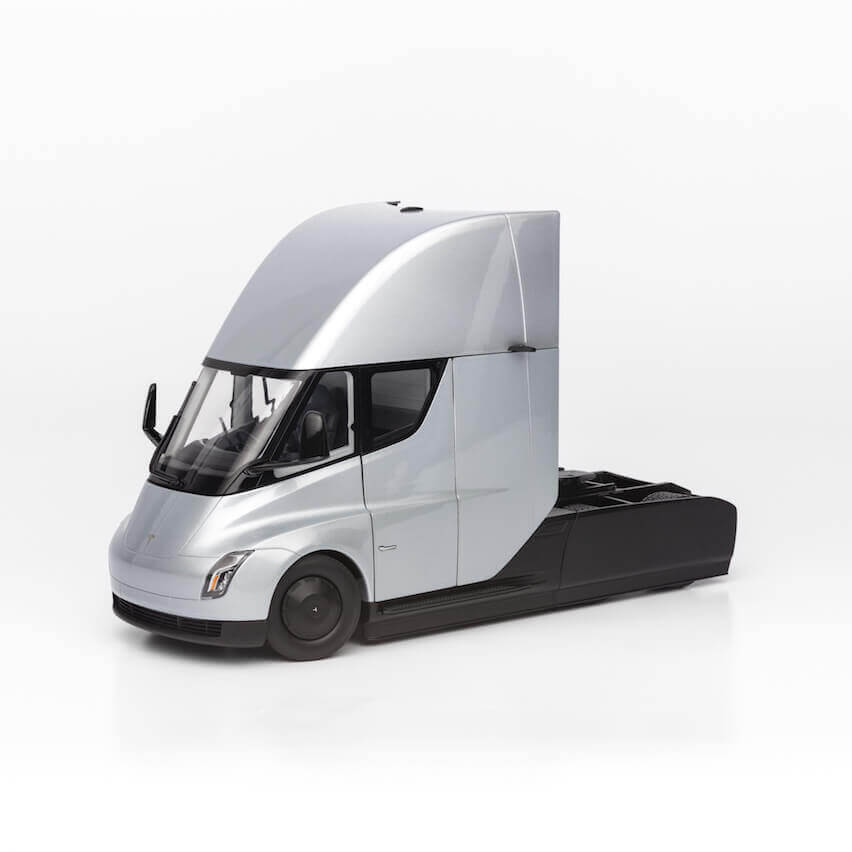 Tesla начала продажи копии грузовика Semi в масштабе 1 к 24
