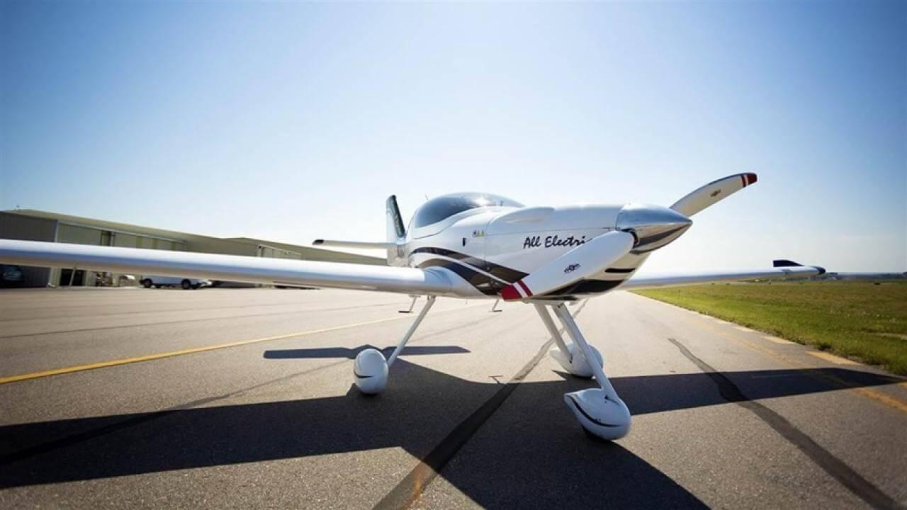 Электрический самолет eFlyer 2
