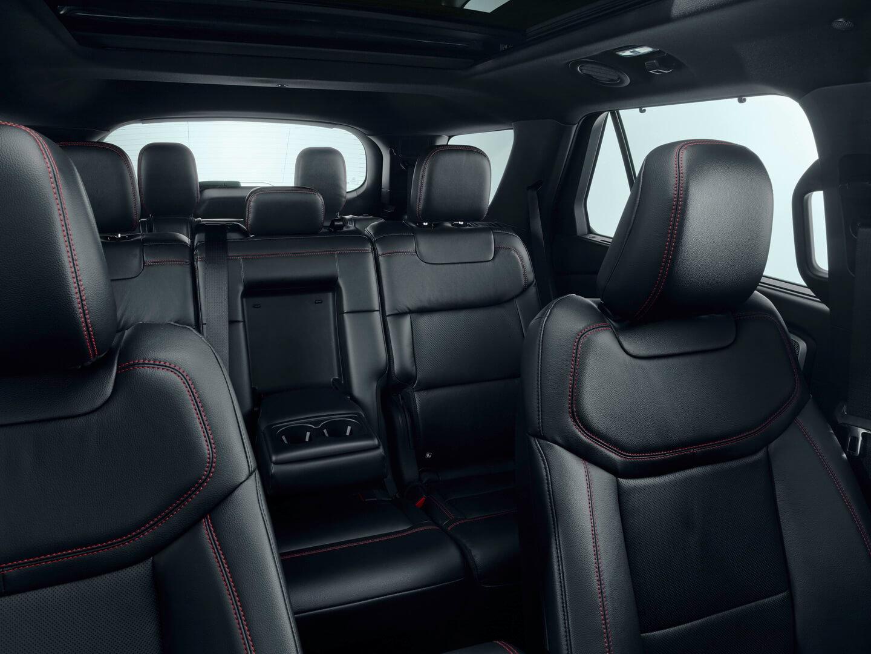 Салон плагин-гибрида Ford Explorer