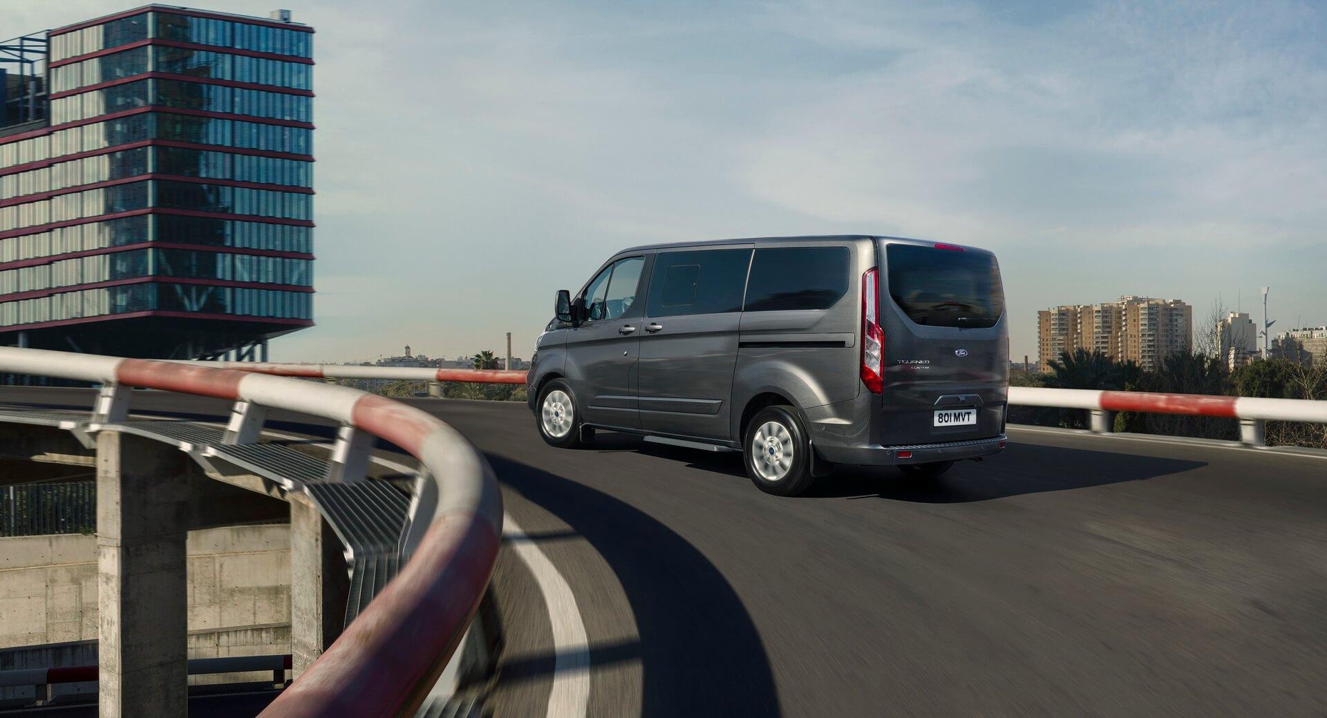 Плагин-гибридный фургон Ford Tourneo Custom