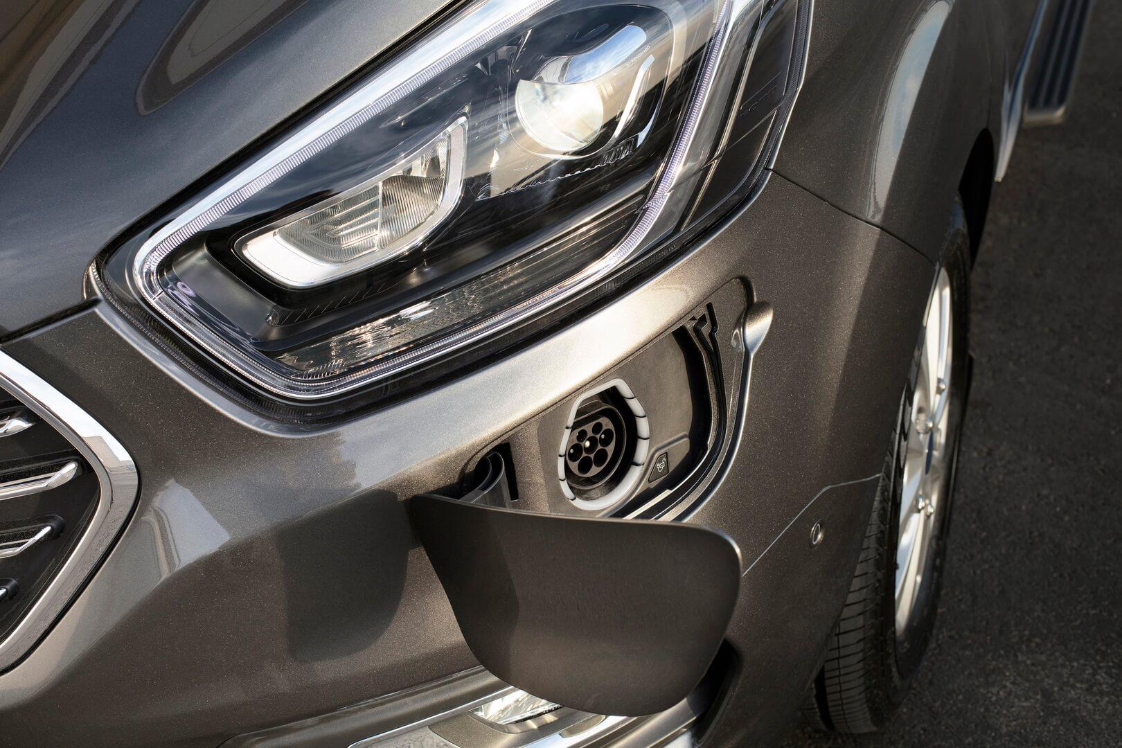 Порт зарядки плагин-гибрида Ford Tourneo Custom