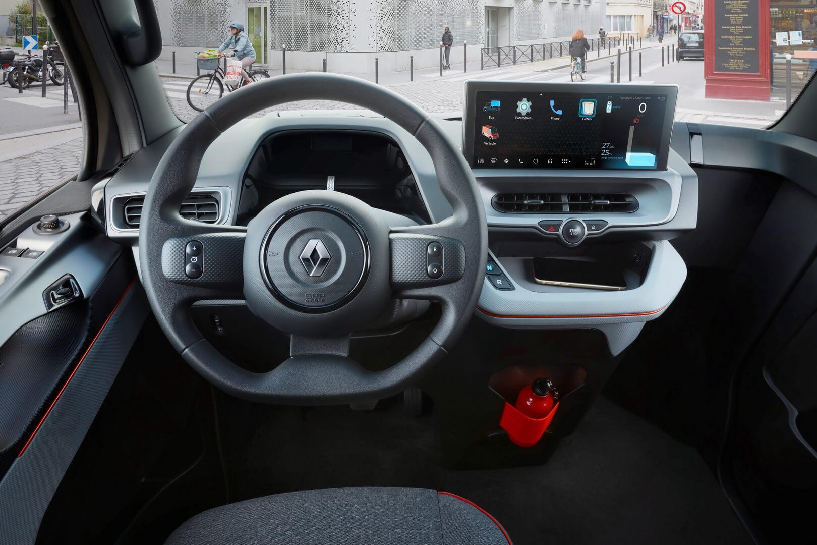 Водительское место электрического фургона EZ-FLEX
