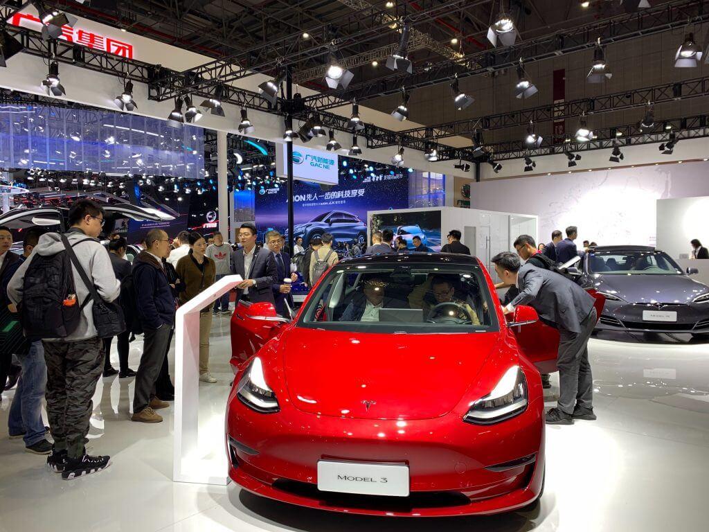 Tesla Model 3дебютирует наавтосалоне вШанхае