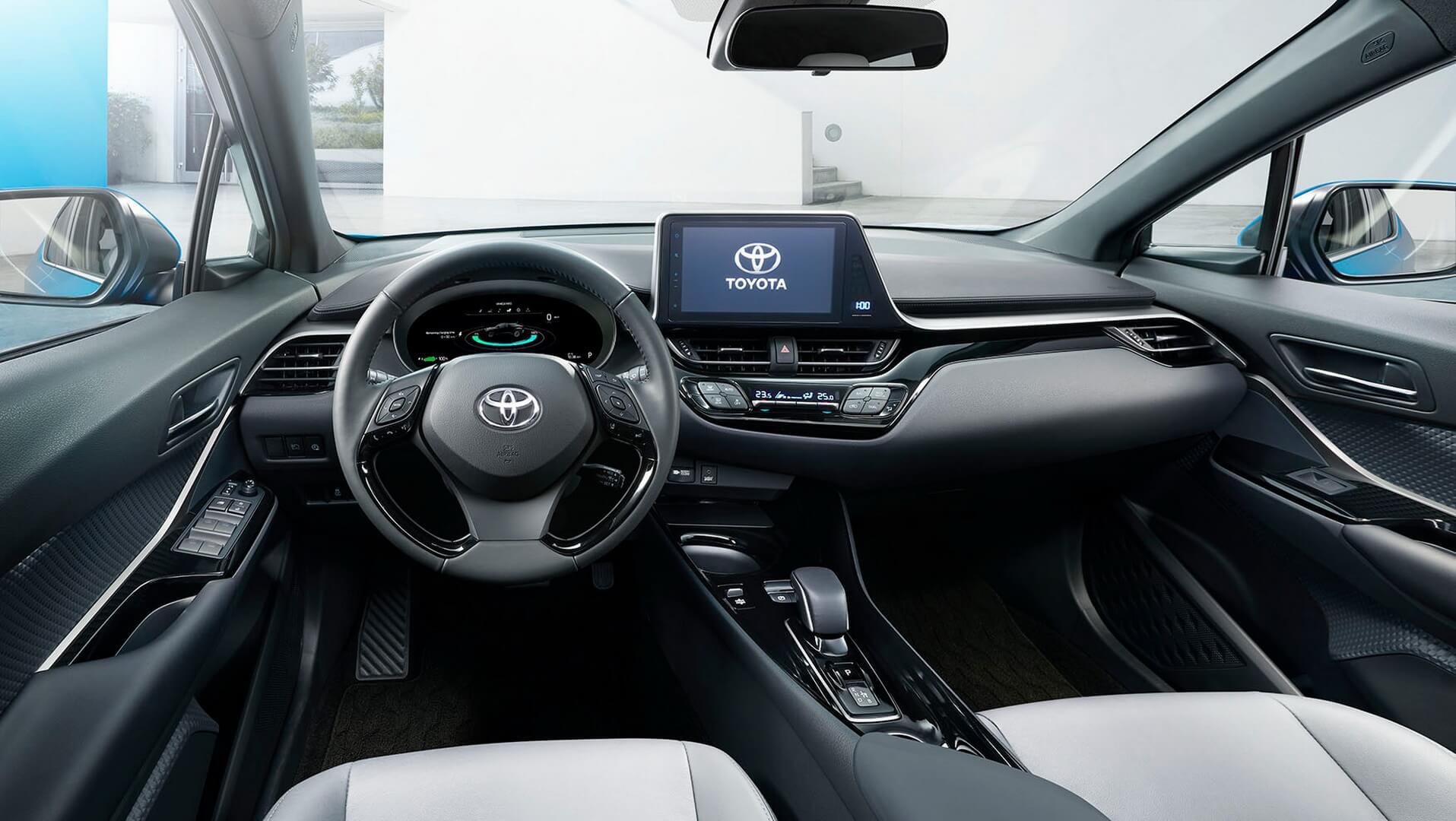 Салон электрического кроссовера Toyota на основе C-HR