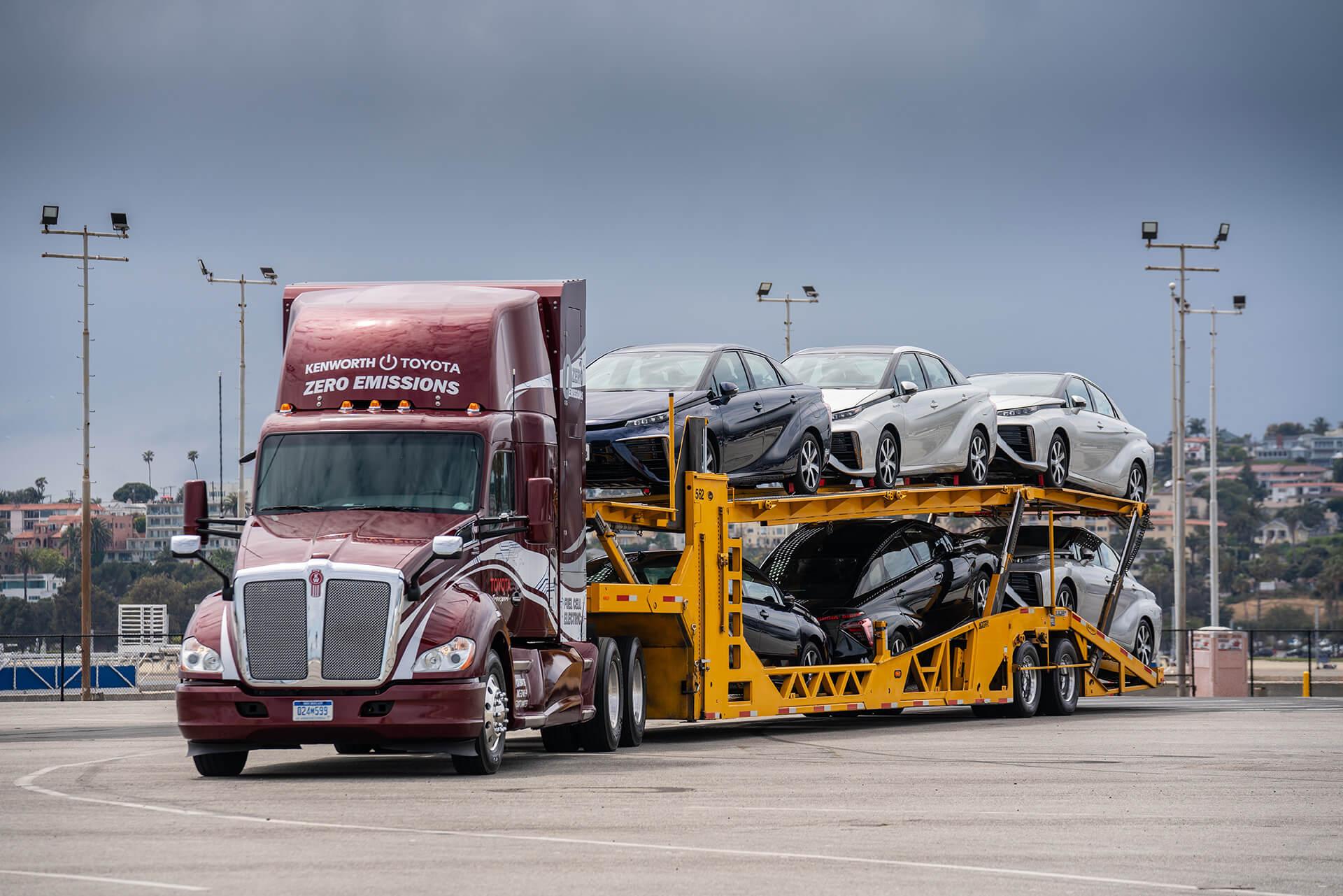 Перевозки автомобилей впортах водородными грузовиками Toyota