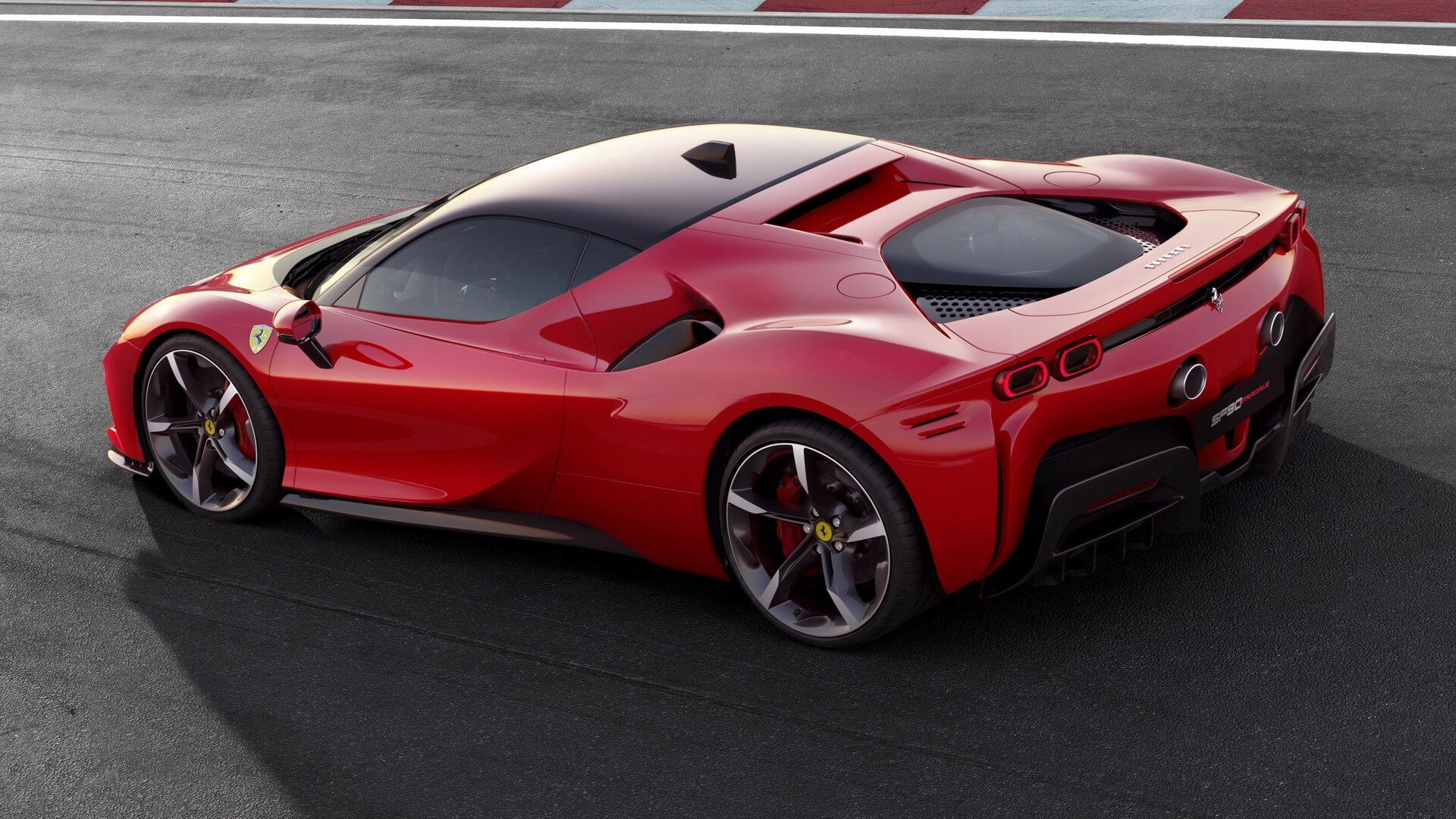 SF90 Stradale является первым в истории Ferrari с архитектурой PHEV