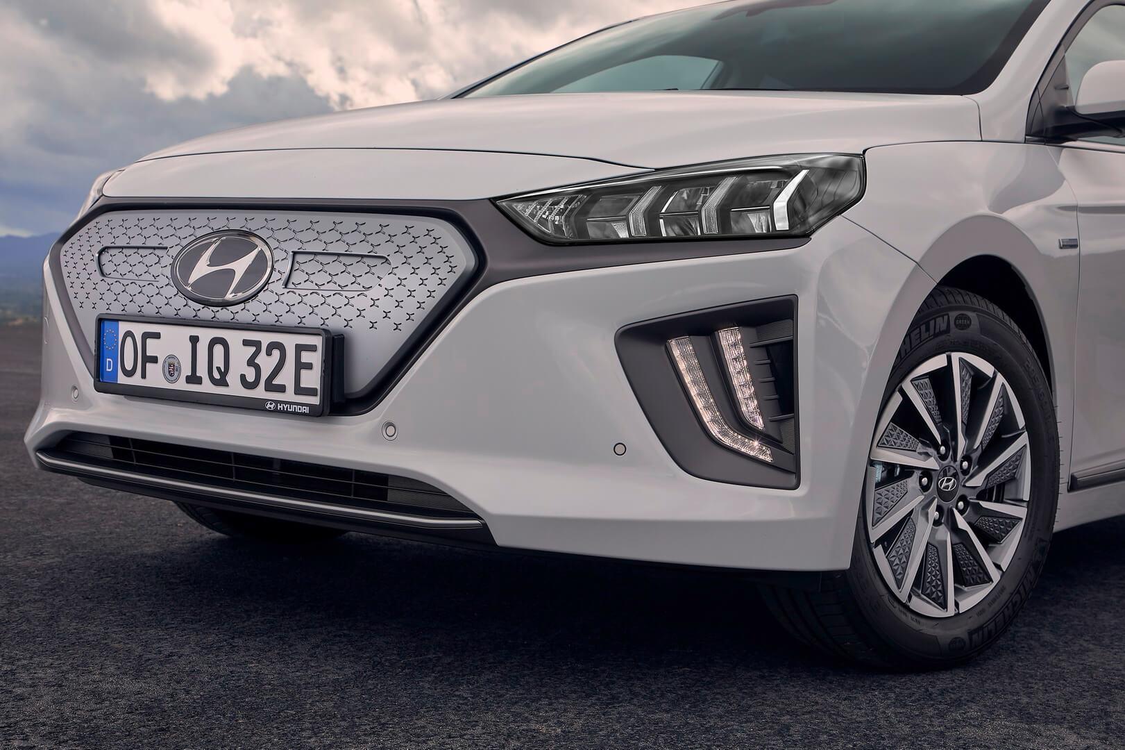 Обновленный дизайн радиаторной решетки Hyundai IONIQ Electric 2019