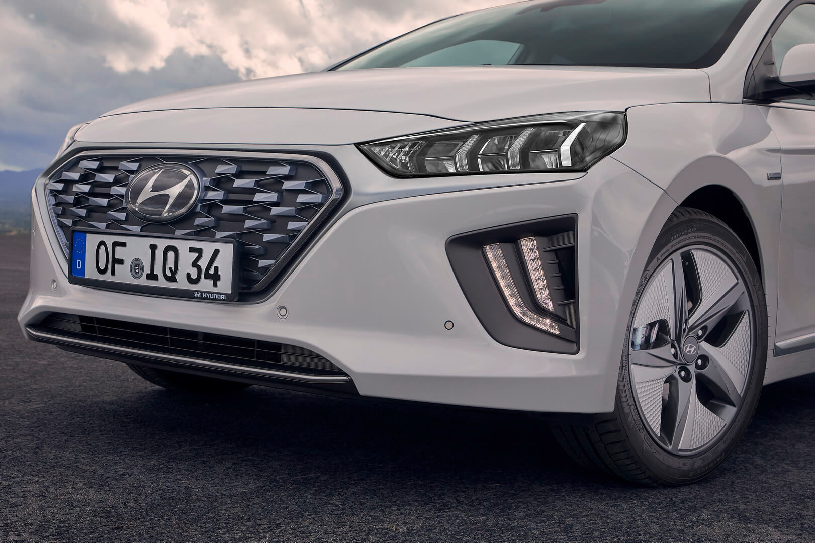Hyundai IONIQ Hybrid 2019 получил обновленную переднюю оптику