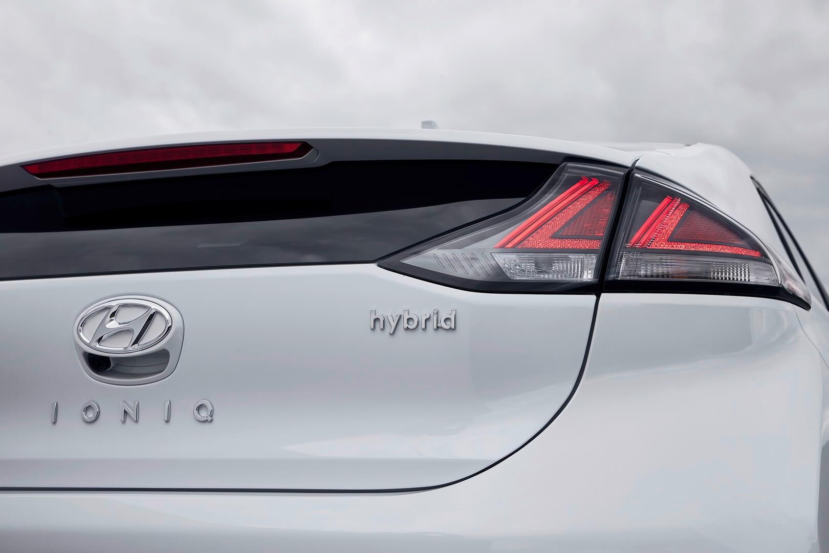Hyundai IONIQ Hybrid 2019 получил обновленные задние фары