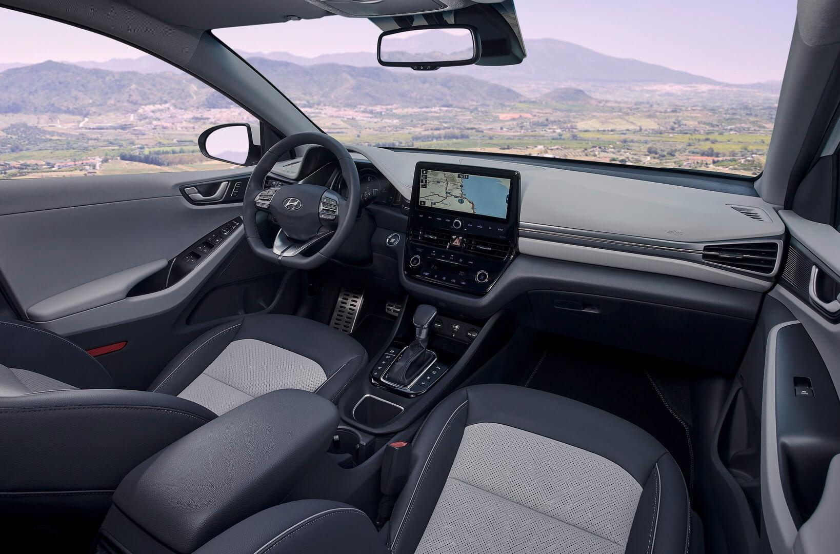 Интерьер салона Hyundai IONIQ Hybrid 2019