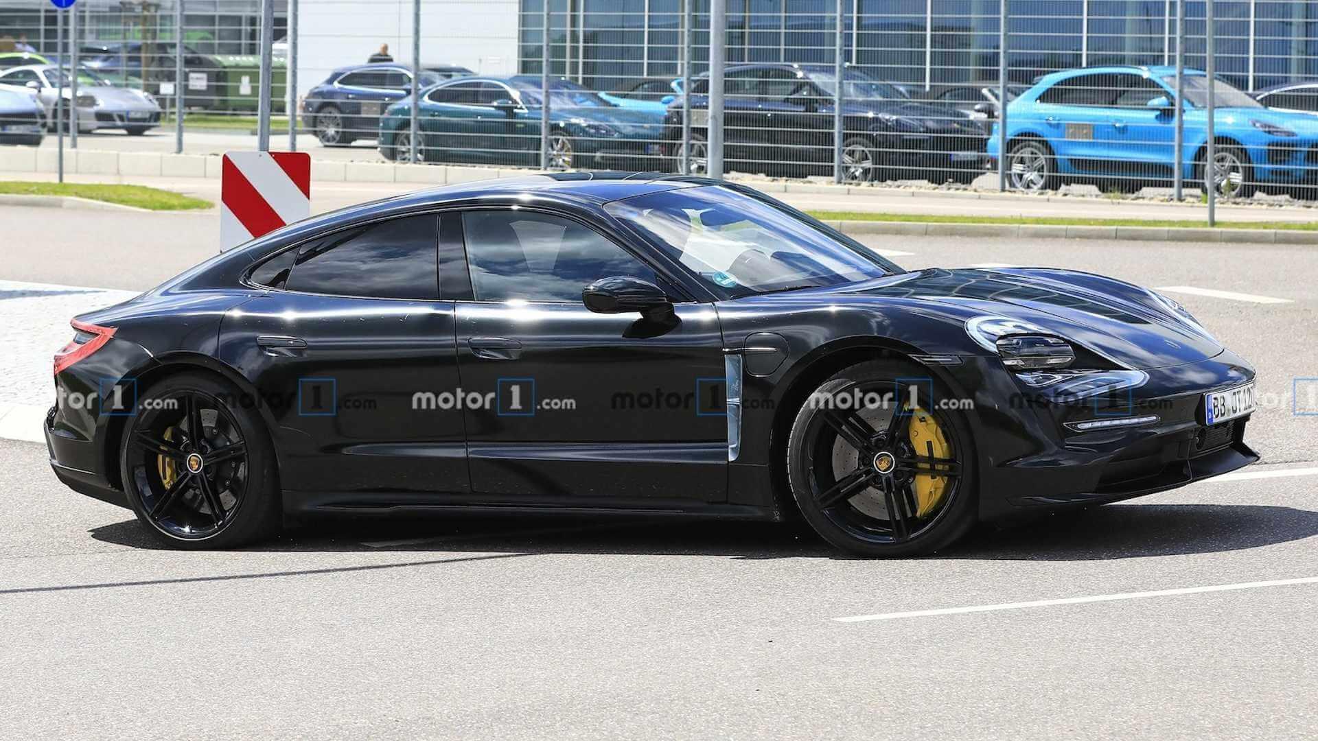 Шпионские фото полностью рассекретили электрический Porsche Taycan
