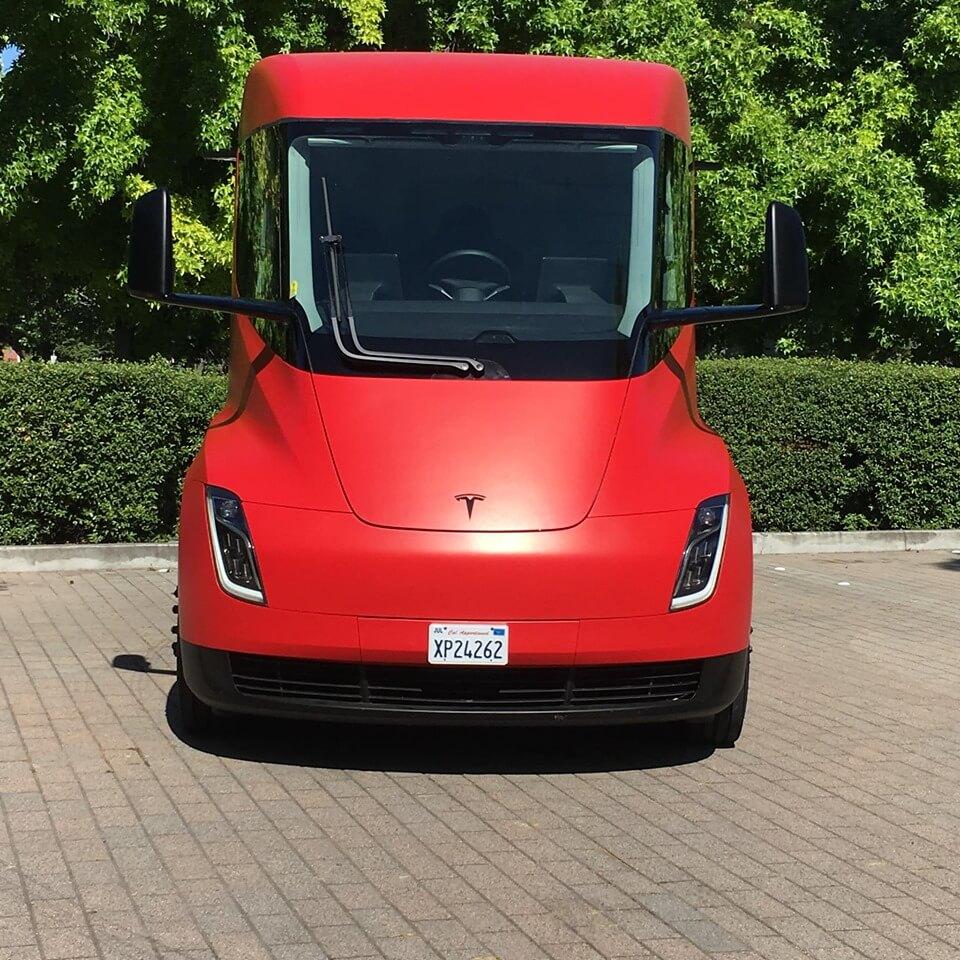 Электрический грузовик Tesla Semi