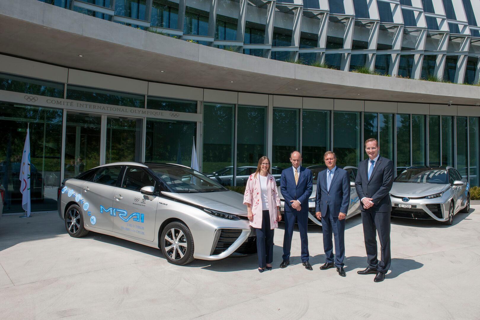 Toyota передала 8автомобилей натопливных элементах Mirai Международному олимпийскому комитету