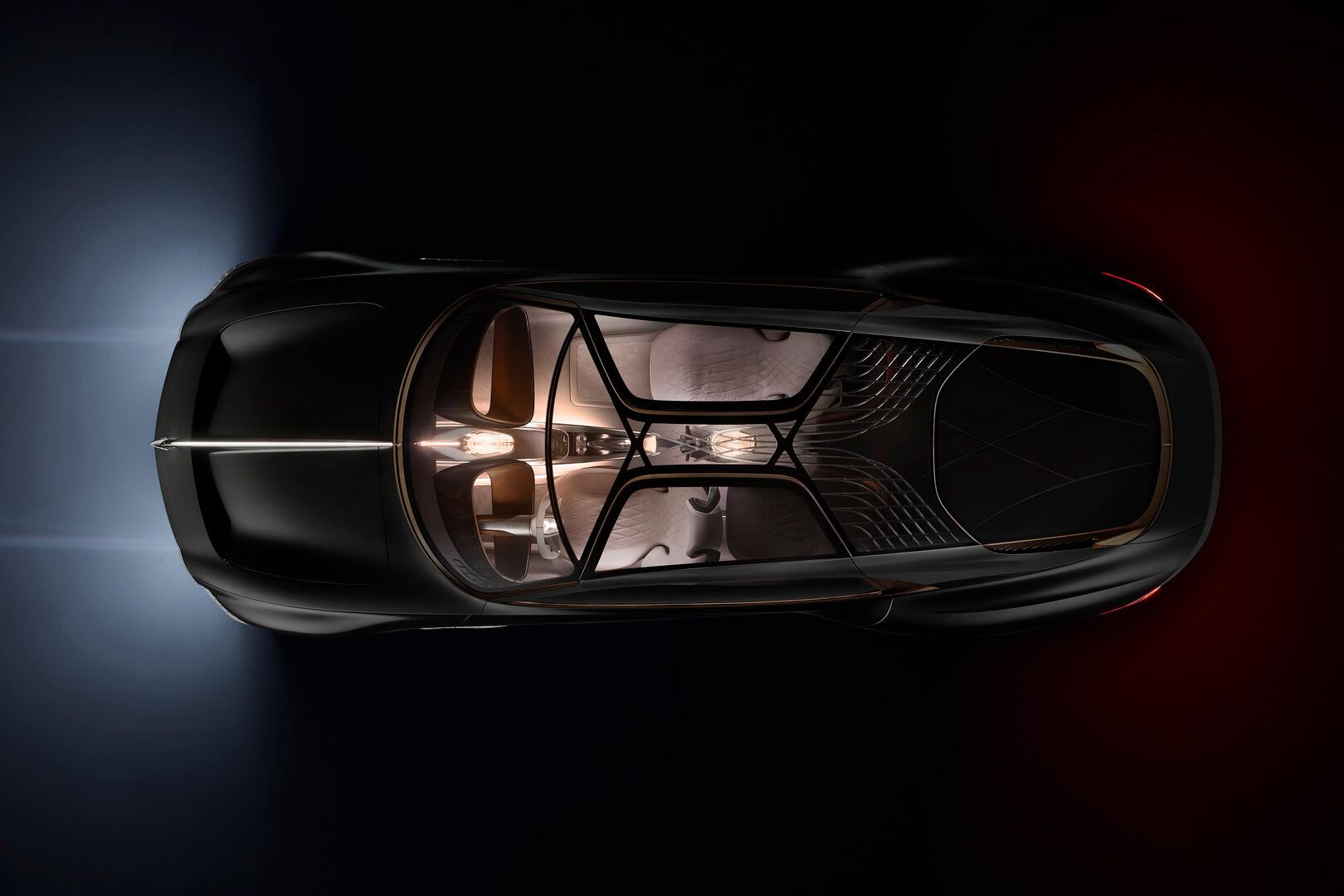 Вид сверху на роскошный Bentley EXP 100 GT