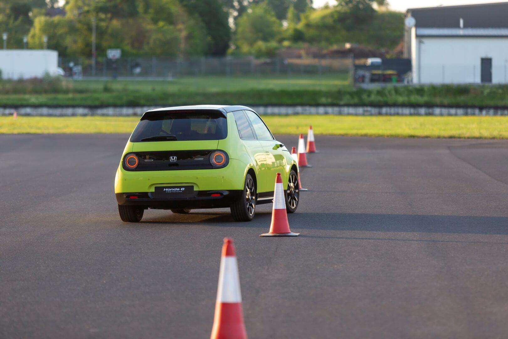 Электромобиль Honda e - фото 4
