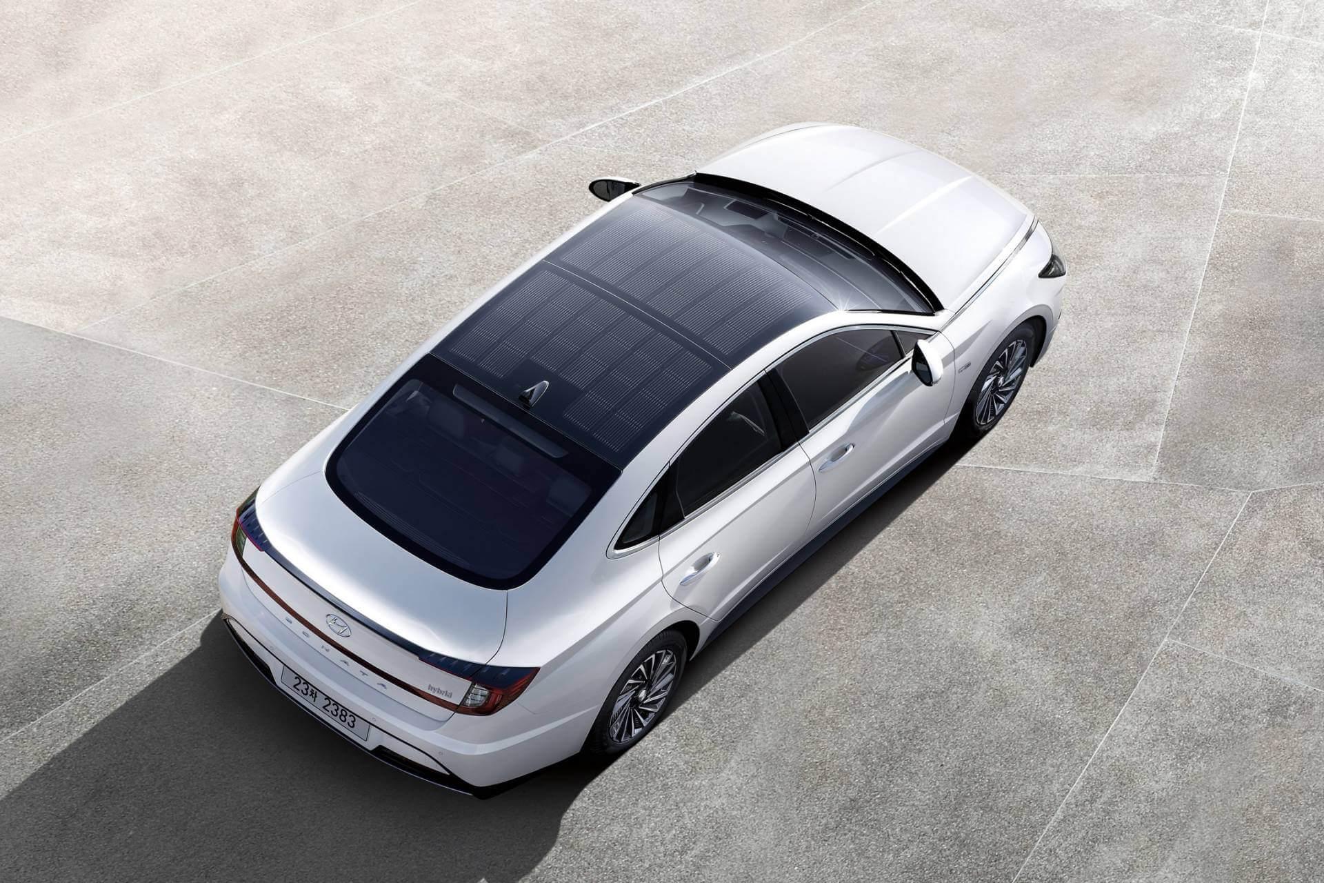 Hyundai Sonata Hybrid 2020 с солнечными панелями на крыше