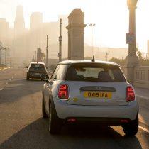 Фотография экоавто MINI Cooper SE - фото 2