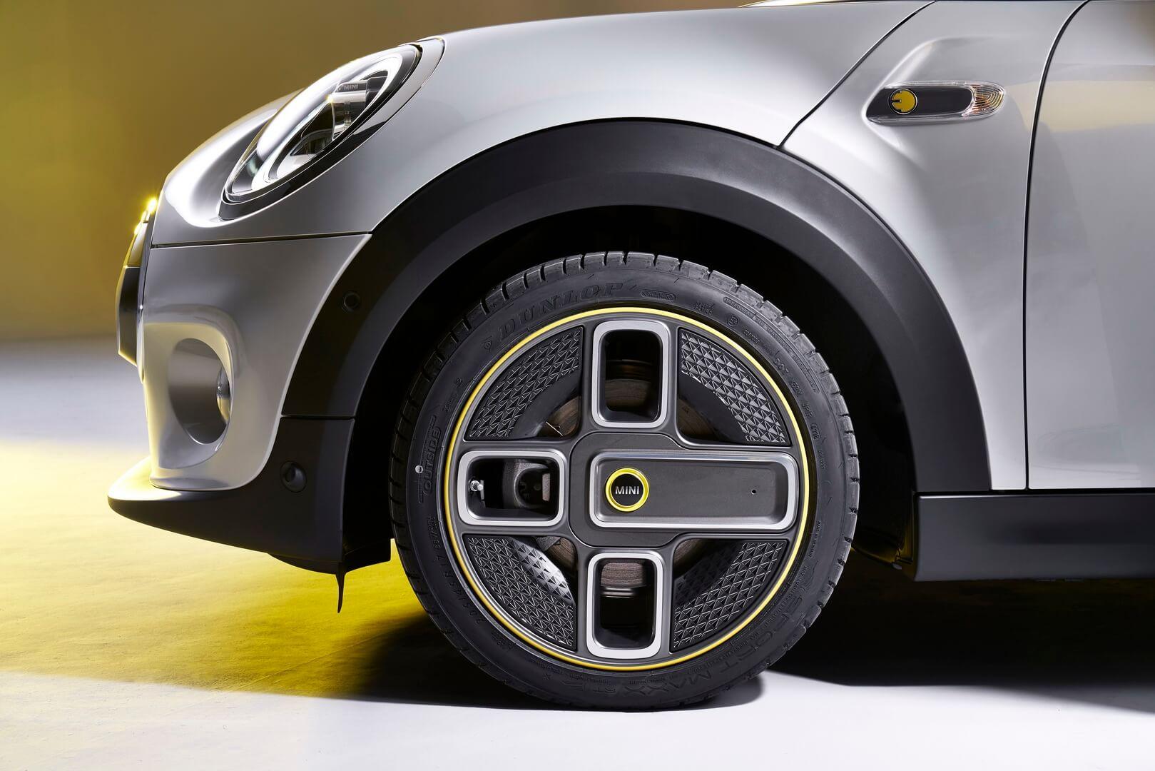 Дизайн колес электрического MINI Cooper SE