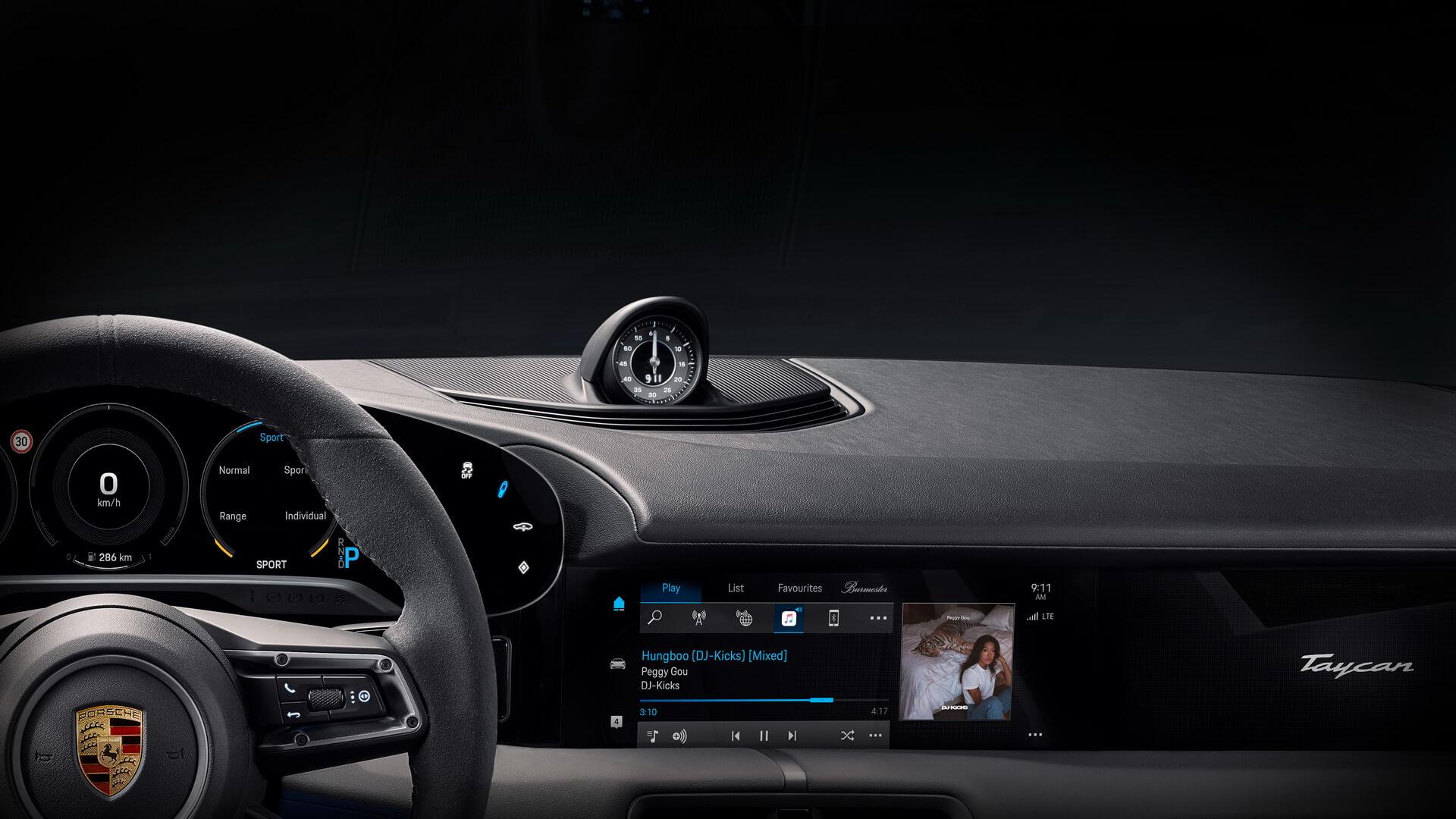 Porsche представил интерьер серийной версии электромобиля Taycan