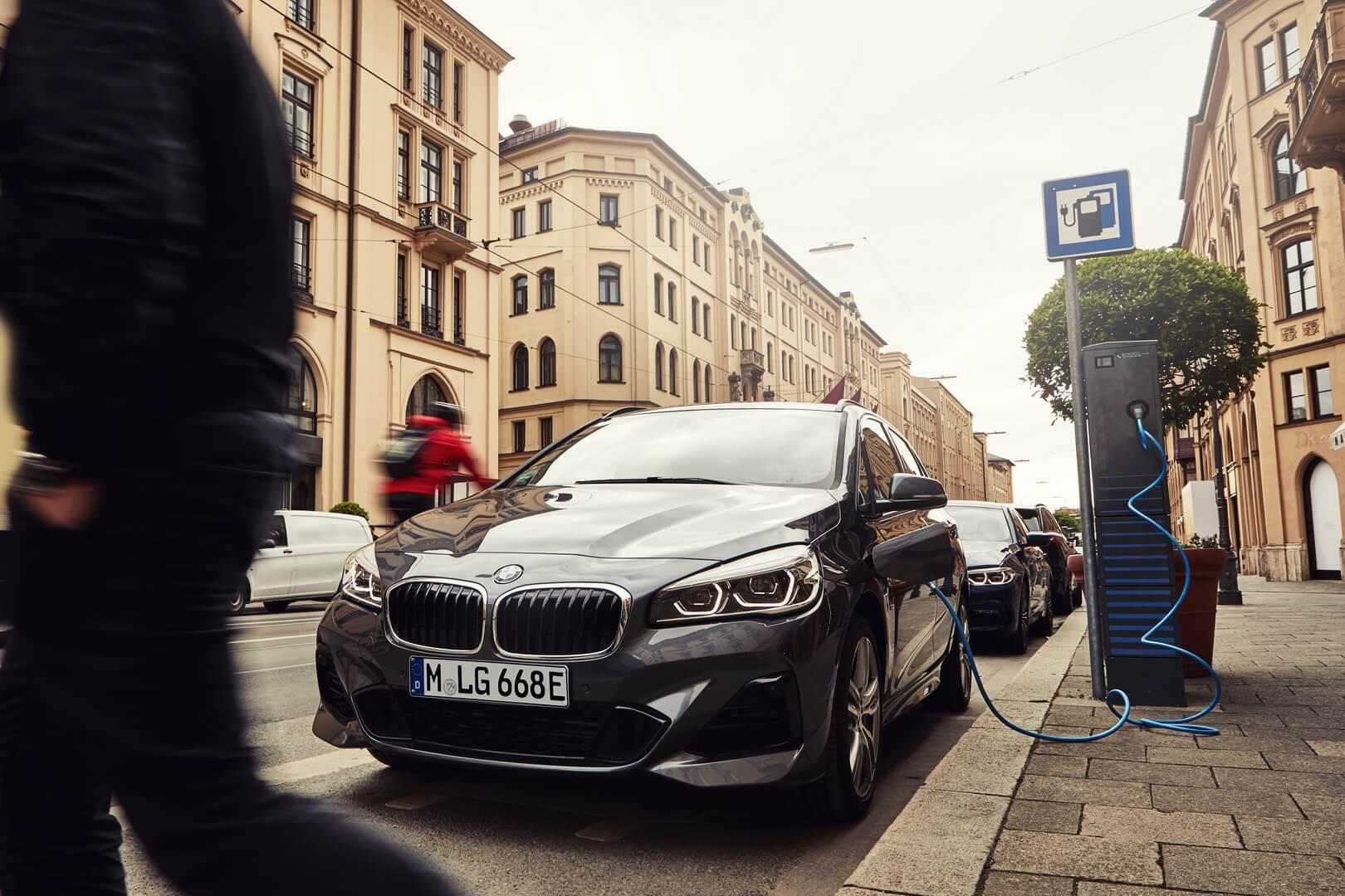 BMW 225xe Active Tourer получит увеличение запаса хода на чистой электротяге до 53 км © press.bmwgroup.com