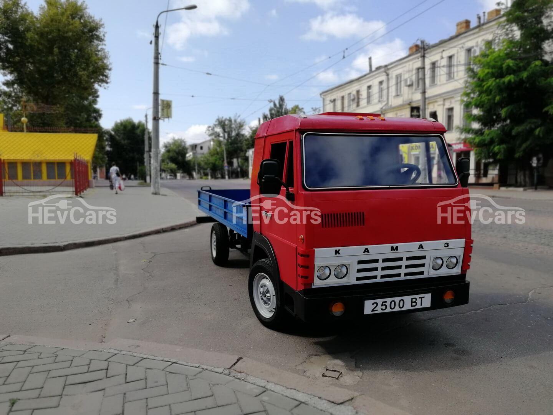 В Николаеве собрали полностью электрический мини-грузовик