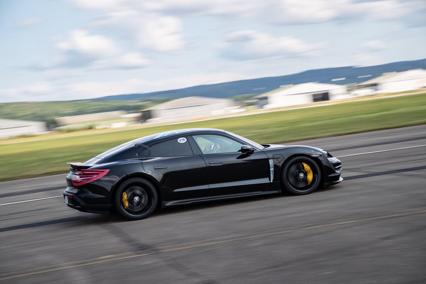 26 раз от 0 до 200 км/ч: уникальное испытание возможностей Porsche Taycan