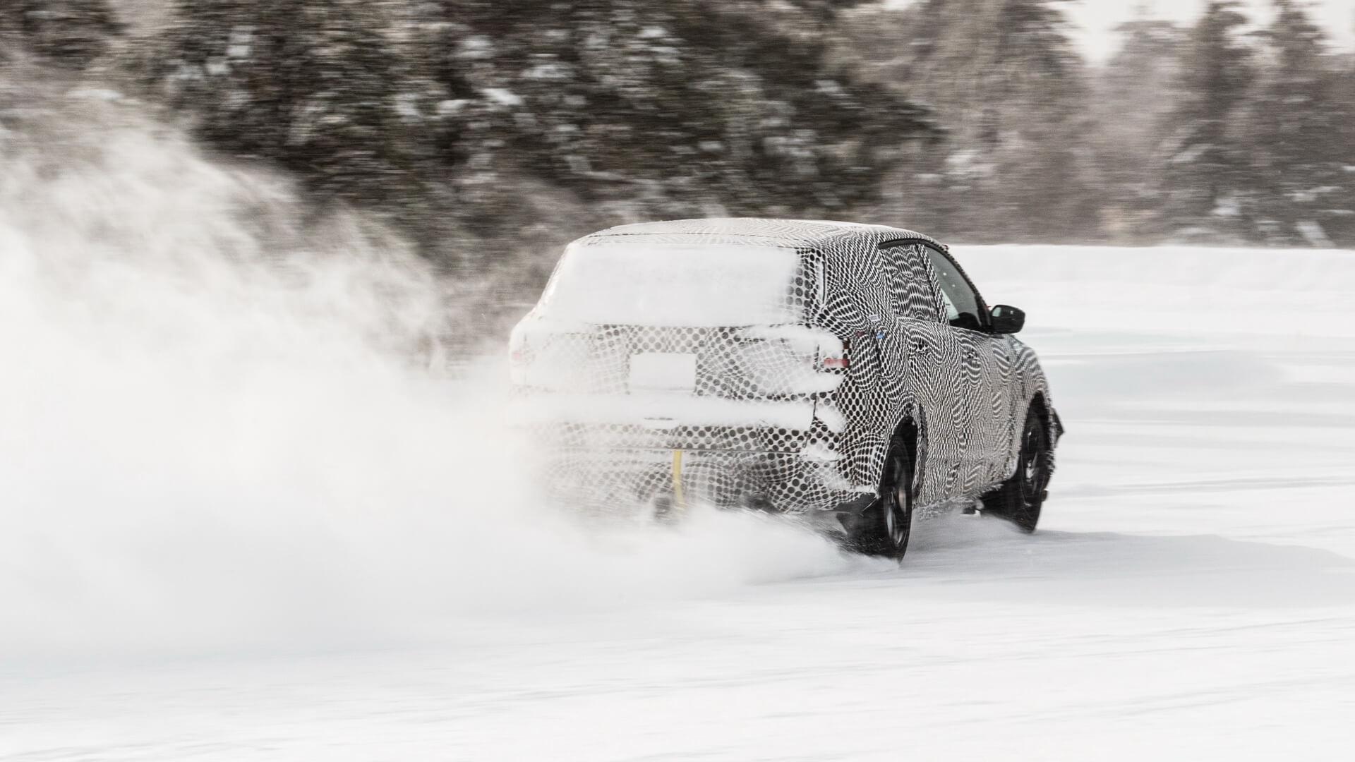 Электрический кроссовер Ford с родословной Mustang в зимних испытаниях