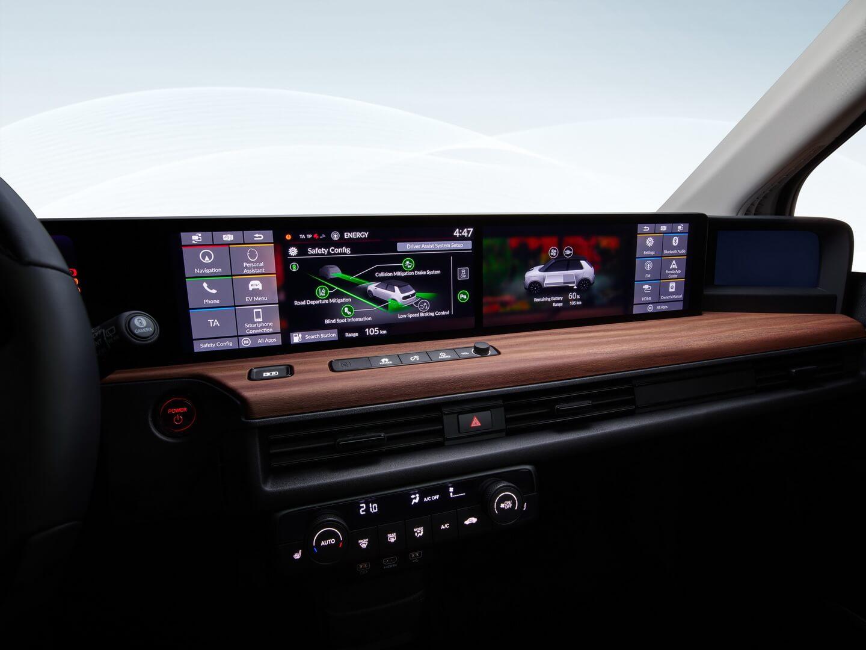 Самую большую площадь полноразмерной цифровой приборной панели Honda e занимают два 12,3-дюймовых ЖК-сенсорных экрана