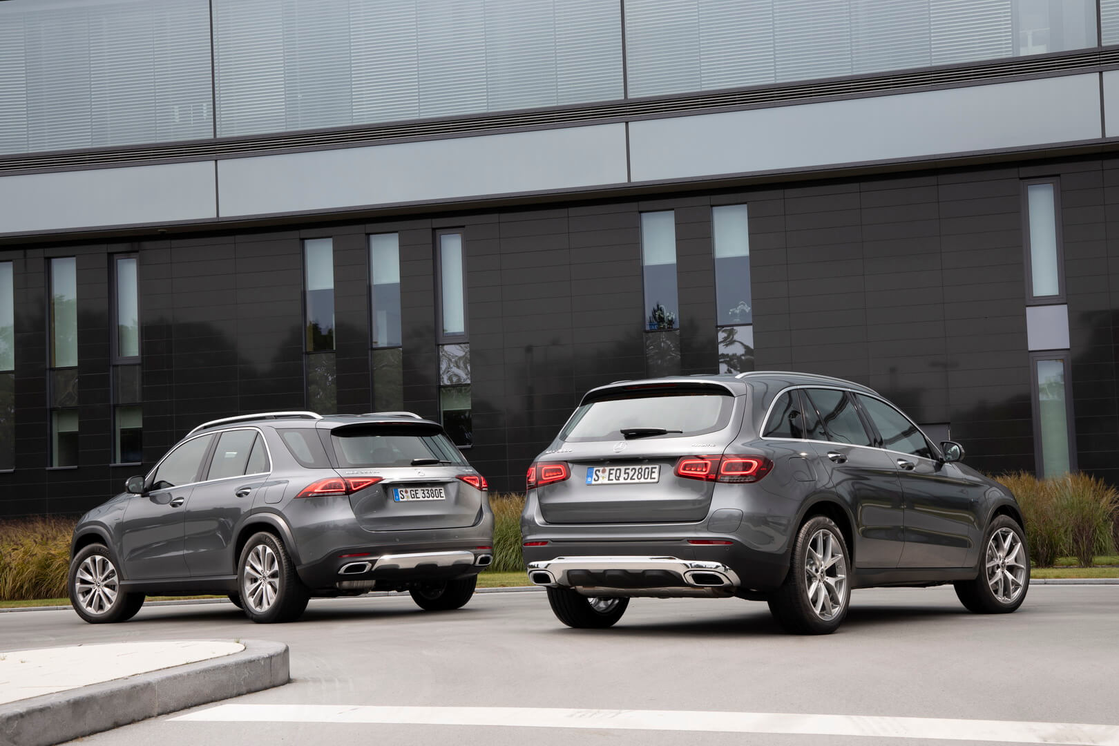 Mercedes-Benz GLE 350 de 4MATIC и GLC 300 e 4MATIC