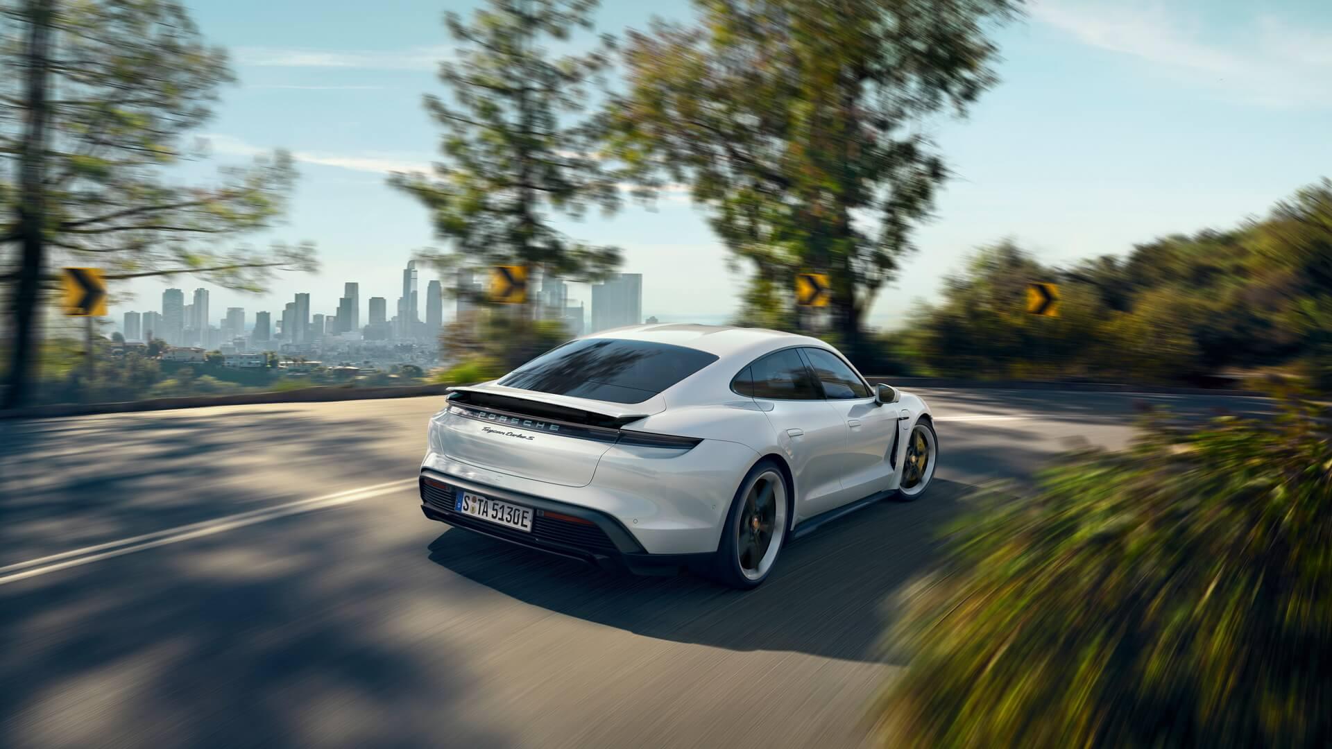 Спортивный электромобиль Porsche Taycan