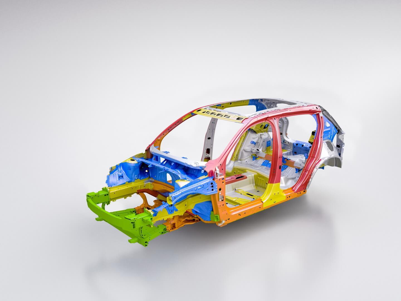 Volvo разработала новую уникальную конструкцию безопасности для пассажиров и аккумулятора