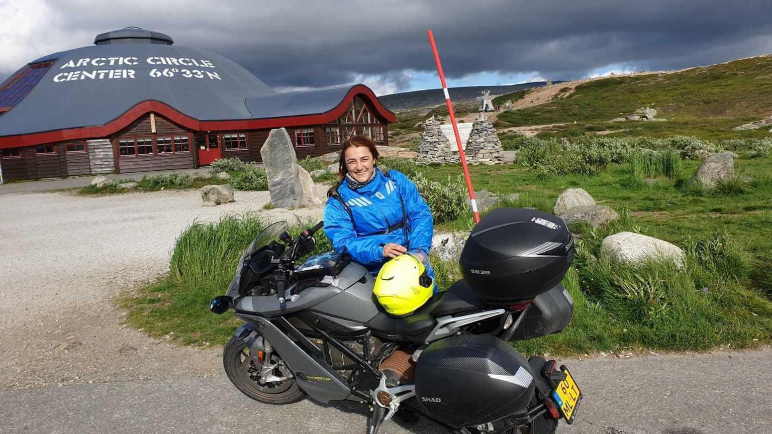 Мириам Орланди проехала 7000 км на своем электробайке Zero SR/S