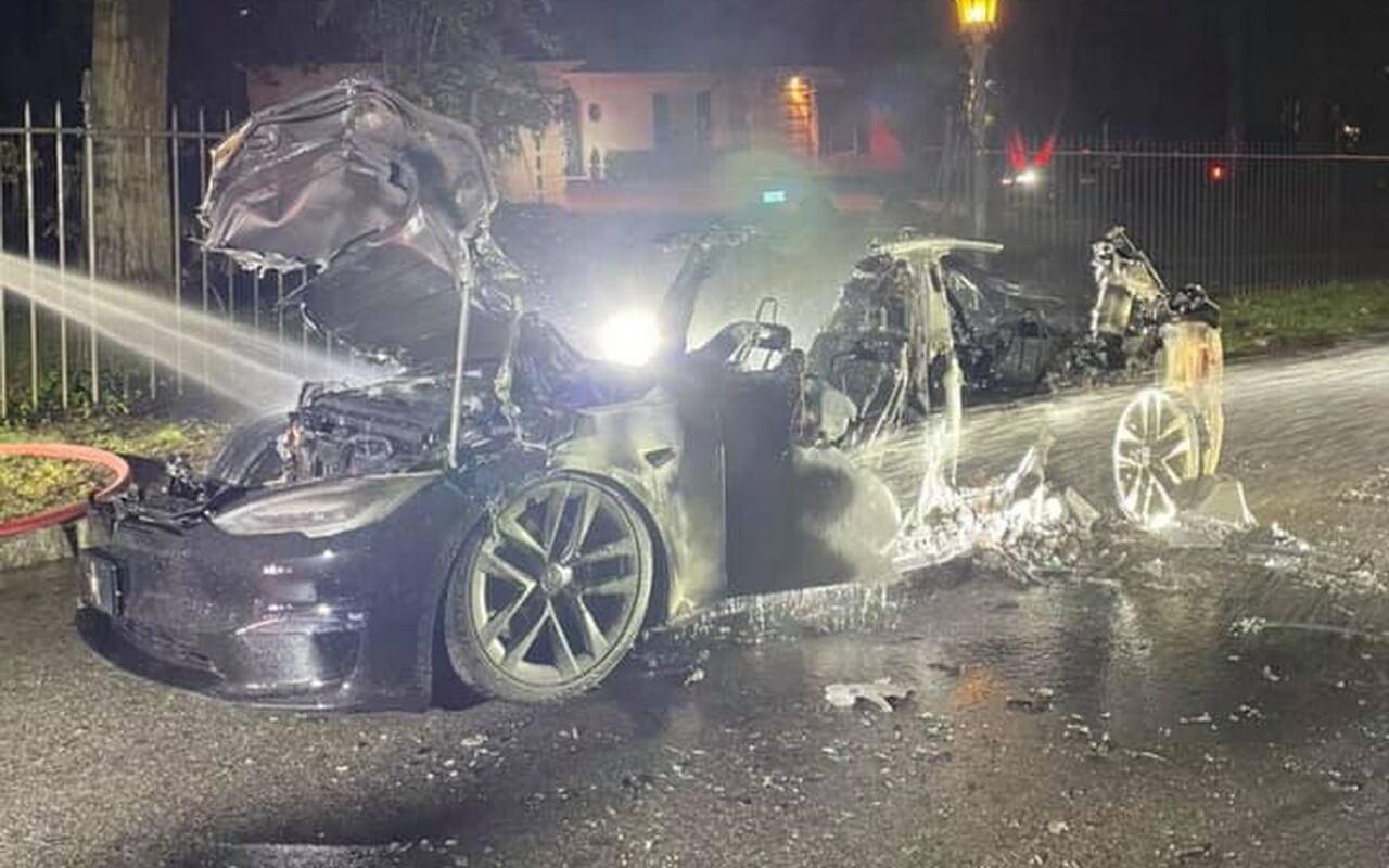 В Филадельфии при странных обстоятельствах сгорела новая Tesla Model S Plaid